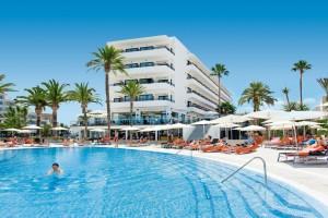 Pool mit Hotel Bahia Del Este