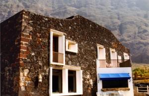 4 Zimmer und gute Küche bietet das Hotel Punta Grande auf der Klippe von El Hierro