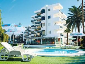 Hotel Roca Verde Pool