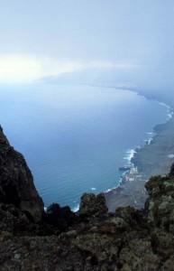 Blick in dien Halbkrater und den Ort Frontera
