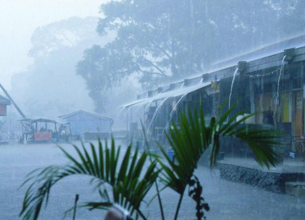 Bali Monsun Wolkenbruch