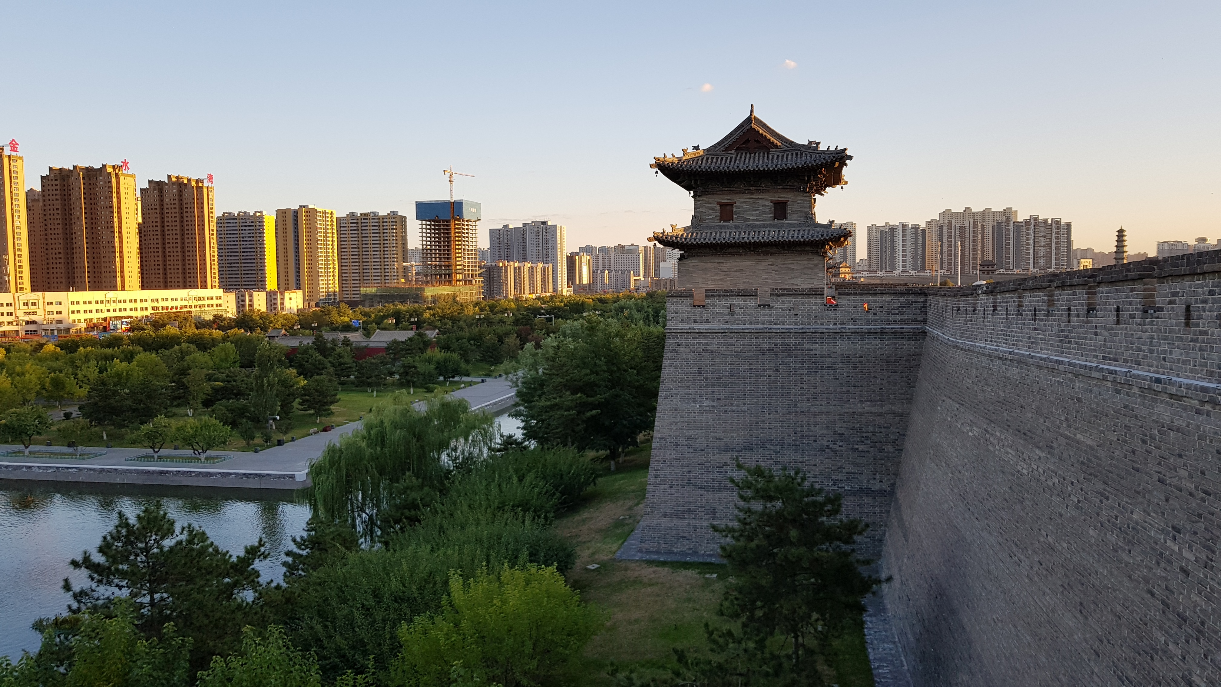 Datong Stadtmauer und Moderne Stadt